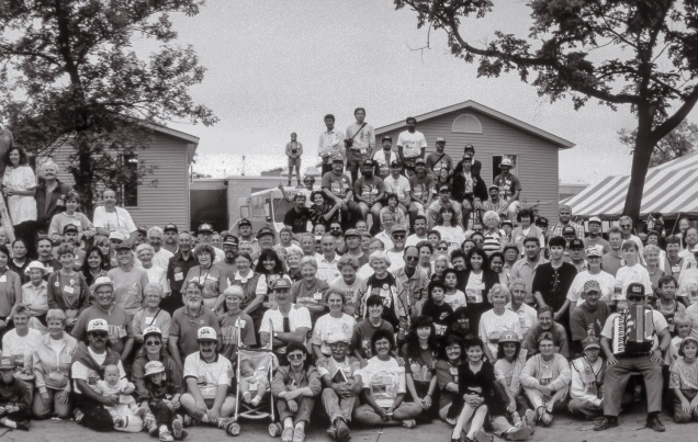 Detail. Friday, July 23. All 700-plus volunteers at the end of the project. (from the series Building Homes)